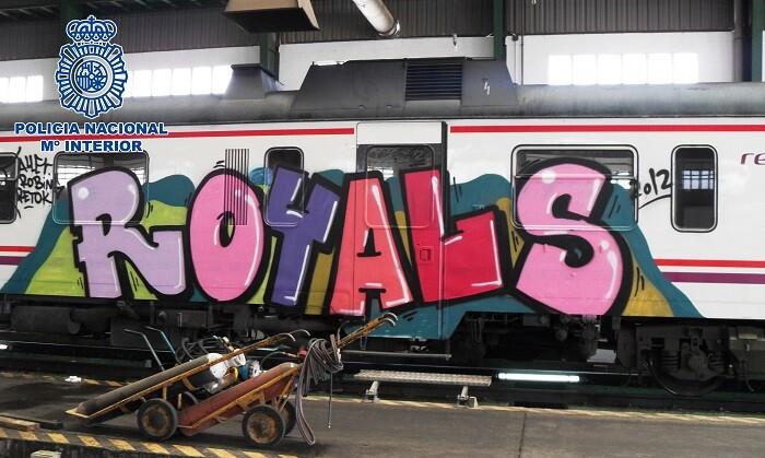 Realizaban pintandas en la red ferroviaria y de metro de Valencia y Murcia.