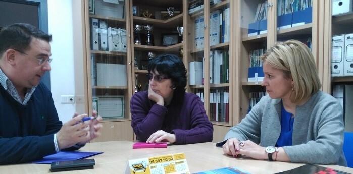 Reunión entre Miguel Bailach, Mª Contelles y Pilar Javaloyas.