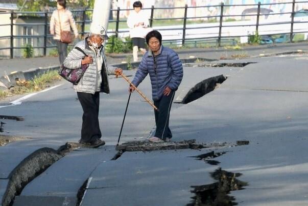 Se eleva a 32 los muertos por el terremoto en Japón y hay más de 1.500 heridos.