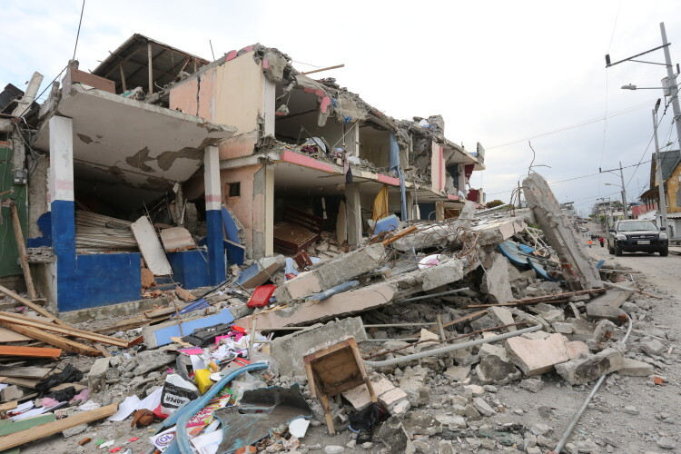 On 18 April 2016, a damaged building in Pedernales canton in Manabí province of Ecuador. On 16 April 2016, Ecuador was hit by an earthquake measuring 7.8 on the Richter scale.  The earthquake was felt in the whole country, but the most significant damage has been reported from the coastal provinces.  Pedernales canton (in Manabí province) has been reported as one of the most damaged territories, along with Portoviejo, Chone and Muisne. At least 150,000 children are affected by the April 16 earthquake in Ecuador, according to initial UNICEF estimates. As of Sunday April 17th, 14 hours local time, the Government had reported 246 people dead and 2.527 injured. This figure is expected to increase as more information is gathered and rescue operations reach the affected areas.  The Government has declared a State of emergency for 6 provinces: Esmeraldas, Manabí, Santa Elena, Guayas, Santo Domingo and Los Ríos.  The Government has also declared a State of Exception for the whole country which allows to mobilize financial and human resources. Children and adolescents are most in need of help. In Pedernales the population is approximately 61,000 people of which about 50% are below the age of 20. Either directly or indirectly, many children and adolescents, and their families have been affected by this earthquake.  According to preliminary government reports, the earthquake damaged 119 schools. Some 805 buildings have been destroyed and 608 have been damaged. Two hospitals have entirely collapsed in Portoviejo and Chone. In some of the worst hit areas, mudslides are causing further damage to infrastructure and hindering access of relief teams and supplies. Some cities are still without full power and only 40 per cent of communication lines are working.   UNICEF is concerned about health, water and sanitation conditions in the coastal areas – which are already considered hotspots for Zika, Dengue, Malaria and Chikungunya. UNICEF teams are in Pedernales and Esmeraldas,