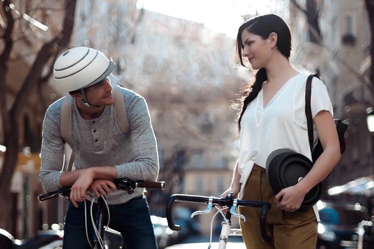 closca-design-foldable-helmet-fuga-black-white-street-press-2