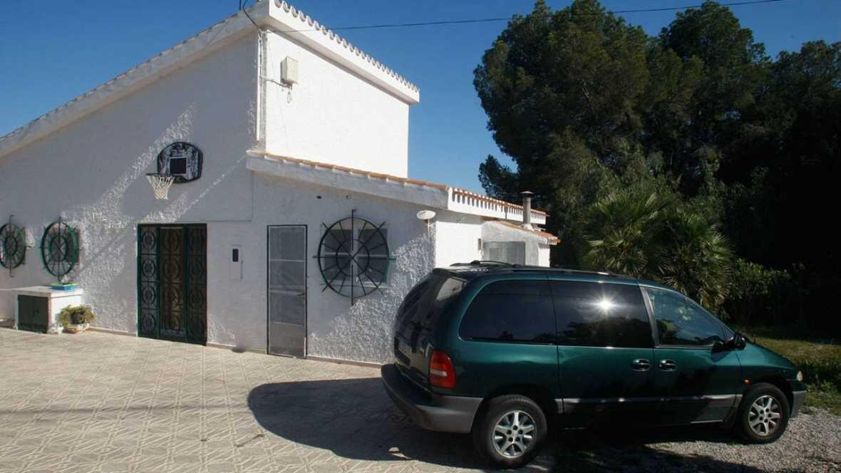 Imagen de la vivienda donde ha muerto la mujer, en la calle Las Flores, de Benidorm. EFE