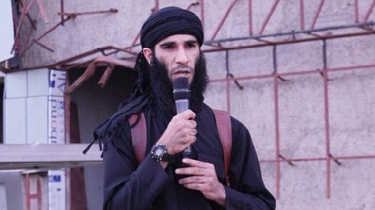 el Estado Islámico arrojó a un hombre desde un edificio (2)
