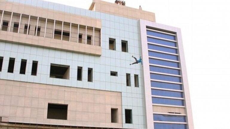 el Estado Islámico arrojó a un hombre desde un edificio (4)