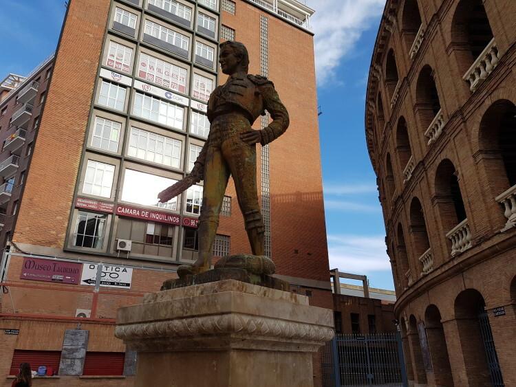 estatua de Manolo Montoliu plaza toros valencia (3)