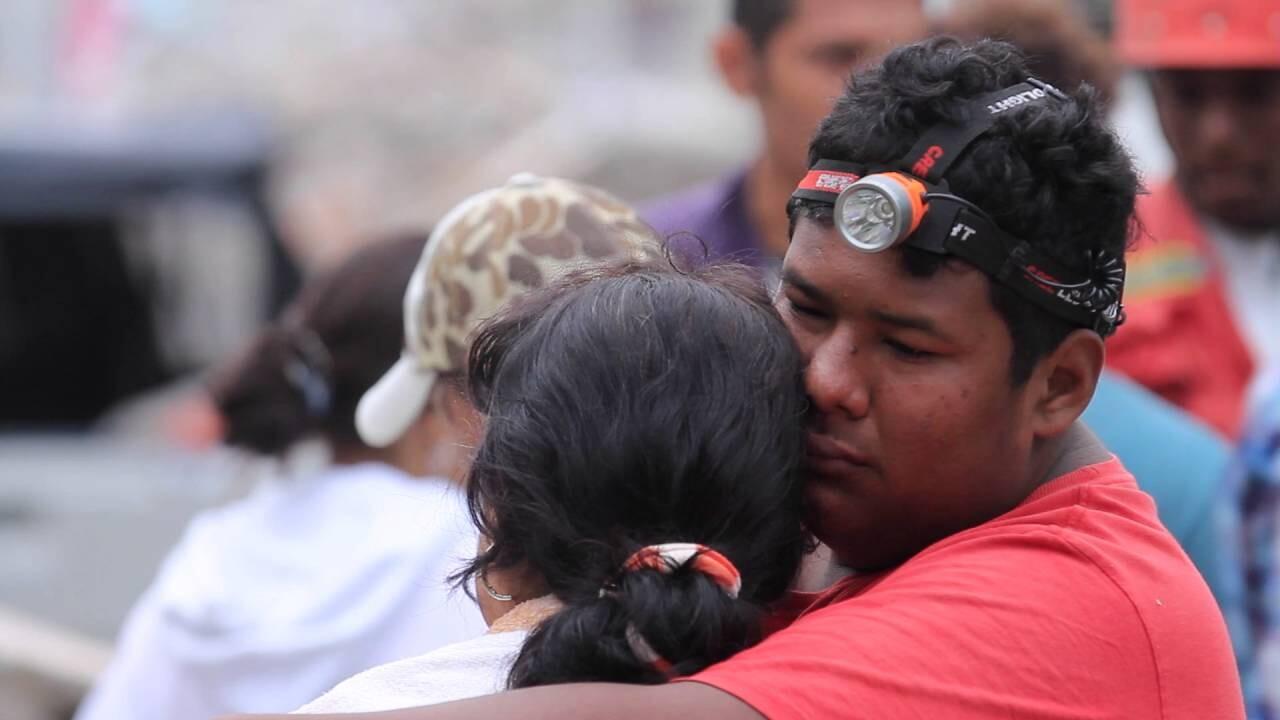 Imágenes y testimónios del terremoto en Ecuador