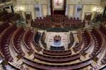 A las 12 de la noche se disuelven las Cortes y se convocan nuevas elecciones.