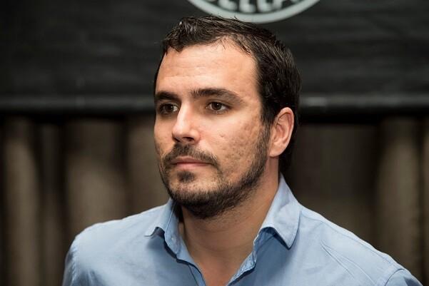 """EL POLITICO ALBERTO GARZON DURANTE EL ACTO """" LA SOLUCION FEDERAL DE LAS IZQUIERDAS """" 24/11/14 MADRID"""