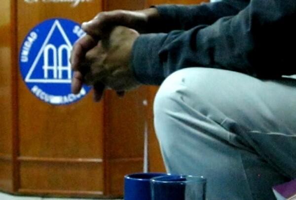 Alcohólicos Anónimos celebra su 81 aniversario con jornadas de puertas abiertas.