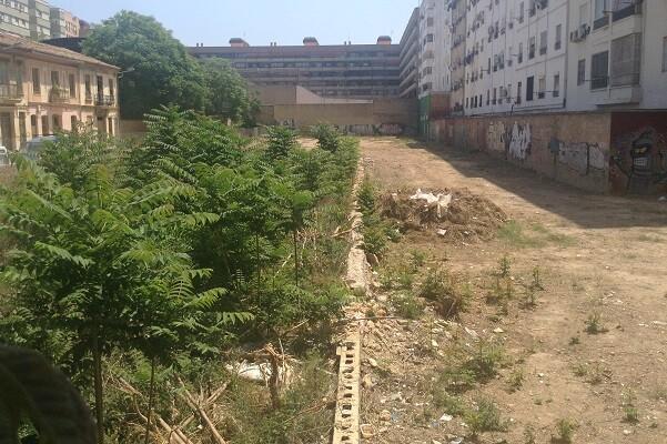 Ciudadanos de Valencia logra que comiencen los trabajos de limpieza del solar de la calle Moncayo de Patraix