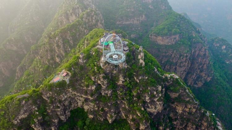 Colgados del cielo China inauguró un vertiginoso mirador de cristal (1)