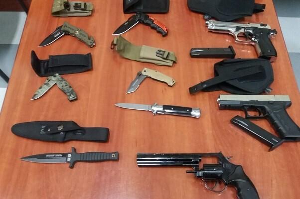 Decomisadas 18 armas detonadoras a un hombre en su casa.