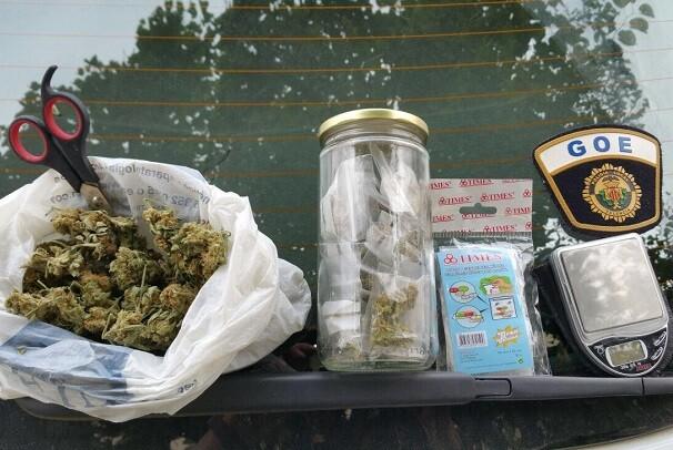 Dos detenidos en un control preventivo por un presunto delito de tráfico de estupefacientes.