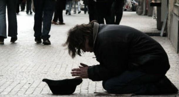 El 26,2 por ciento de los españoles que viven en ciudades está en riesgo de pobreza.