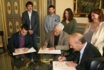 El Ayuntamiento firma un convenio con la Generalitat y la Acadèmia Valenciana de la Llengua para promocionar el uso del valenciano.