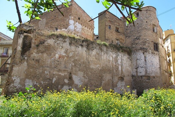 El Síndic de Greuges pide rehabilitar la muralla árabe del barrio del Carmen.