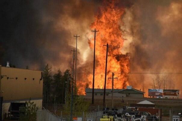 El incendio de Canadá sigue sin control duplica su tamaño.