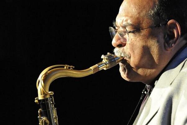 El legendario Ernie Watts ofrece un concierto en Valencia.