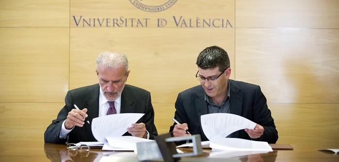 El presidente de la Corporación, Jorge Rodríguez, y el rector, Esteban Morcillo, firman dos convenios en materia de Bienestar Social y Transparencia. (Foto-Abulaila).