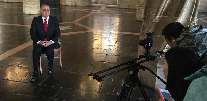El primer teniente de alcalde participa en el primer reportaje sobre la Ruta de la Seda que realiza una televisión china.