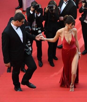 El sexy vestido rojo que revolucionó Cannes (1)