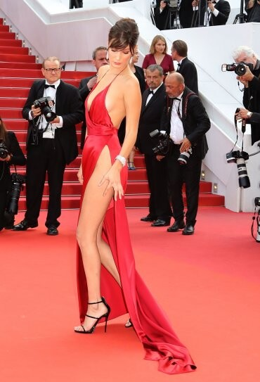 El sexy vestido rojo que revolucionó Cannes (9)