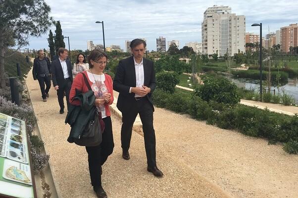 Elena Cebrián visitó el Parque Inundable la Marjal.