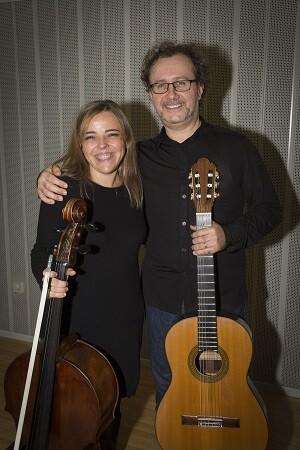 Elena Solanes y Ruíz del Puerto en un dúo de cello y guitarra.