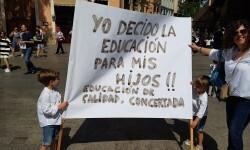Familias y docentes piden #salvemosconcertada la escuela concertada y la dimisión del conseller (3)