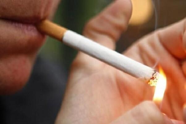 Francia prohíbe las cajas de cigarrillos con logotipos de marcas.