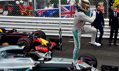 Hamilton celebra su triunfo.
