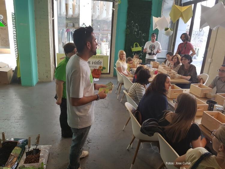 Intenso fin de semana con los talleres de Leroy Merlin en Marcado de Tapinería #ideasconvida 20160529_170010 (8)