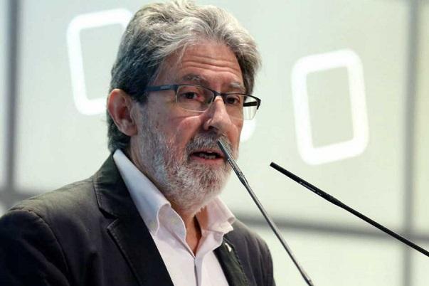 Izquierda Unida niega que la coalición con Podemos suponga su desaparición como partido.