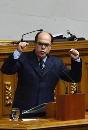 La Asamblea Nacional venezolana, de mayoría opositora, rechazó el decreto del presidente.