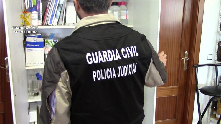 La Guardia Civil interviene más de 120 toneladas de aceite de girasol, palma y aguacate que iban a ser distribuidos como aceite de oliva (4)