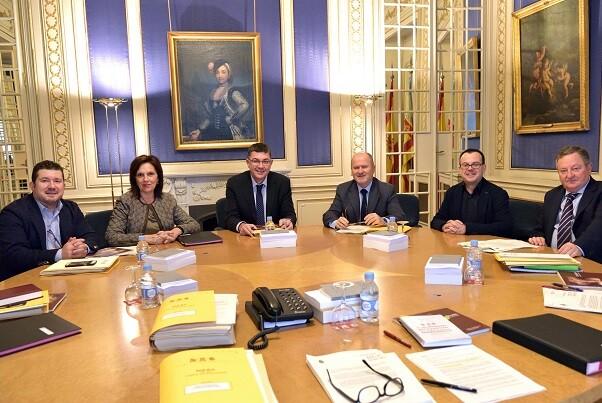 La Mesa de Les Corts encarga un informe jurídico para defender los seis senadores territoriales.