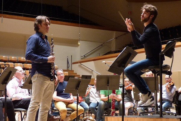La OV y el oboísta Roberto Turlo interprtan 'L'Horloge de flore', de Françaix dentro de Ensems.