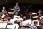 La Orquesta de Valencia y Antonio Galera interpretan el jazzístico concierto para piano de Gershwin. (Foto-Clara Miralles).