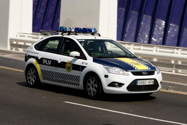 La Policía Local de Valencia evita el suicidio de un hombre.