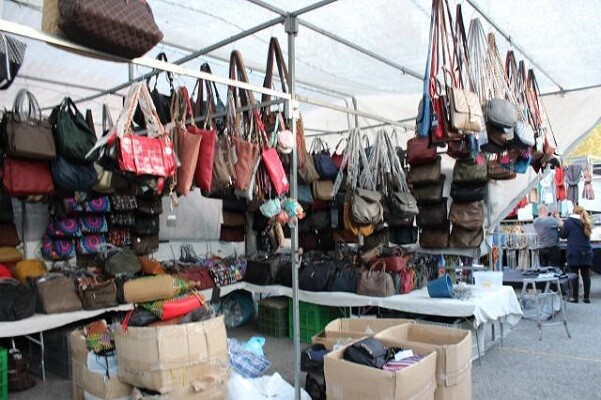 La Policía Local intensifica los controles contra la venta ilegal para garantizar los derechos de los comerciantes.