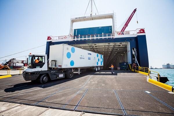 La planta potabilizadora móvil de la Diputación de Valencia y Agevasa embarca rumbo a Ecuador.