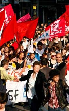 La reforma laboral pretende flexibilizar las reglas laborales para luchar contra el desempleo que afecta a más del 10 por ciento de la población francesa.