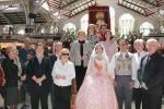 Las Camareras de la Virgen del Mercado Central rinden homenaje a 'La Geperudeta'.