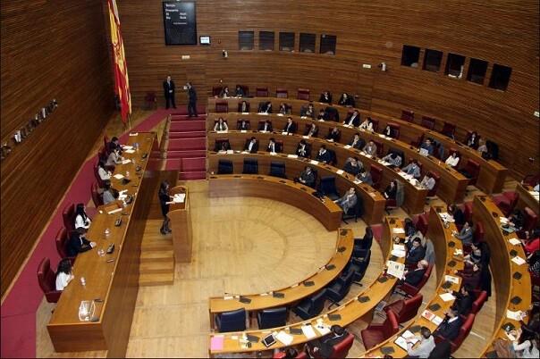 Les Corts defienden por unanimidad la continuidad de los seis senadores territoriales elegidos por la cámara.