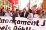 Los sindicatos valencianos piden acabar con la precariedad laboral en la manifestación del 1 de mayo.