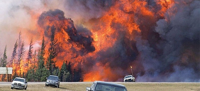 Los vientos, combinados con las altas temperaturas, han hecho que el ritmo de crecimiento del incendio haya vuelto a dispararse.