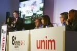 Puig pide a sindicatos y empresarios apoyo para 'defender la dignidad de los valencianos'.