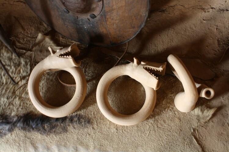 Réplicas finalizadas de trompetas numantinas, en las que se ha tomado como modelo piezas del Museo Numantino.