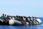 Rescatan en Italia a casi 1.800 migrantes en aguas del Mediterráneo.