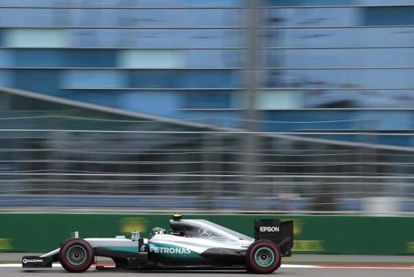 Rosberg gana el GP de Fórmula 1 de Rusia y Alonso logra puntuar en el mundial.